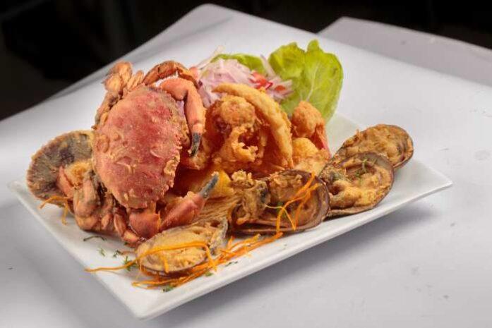 imagen de un plato con chicharron de mariscos